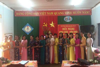 Tập thể gv nữ Trường THCS Cao Bá Quát năm học 2017-2018